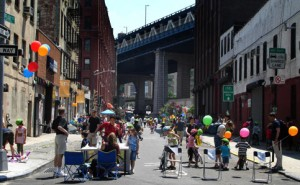 brooklyn-chairs-balloons-bikes-children-adults-photo