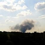 Крупное подразделение боевиков под осетинскими и чеченскими флагами штурмует аэропорт в Донецке