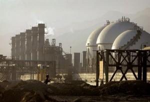 Вид на нефтехимический комплекс в Ассалуйе, Иран
