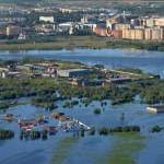 В Нефтеюганске нефть затопила не только улицы и но и потекла из кранов