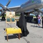 Священник в России освятил базу ядерных бомбардировщиков иконой Сталина (фото)
