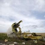 """В телах жертв рейса МН17 найдены осколки """"Бука"""", – нидерландские СМИ"""