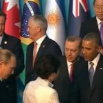 Хозяин G20 демонстративно проигнорировал Путина на протокольной встрече (видео)