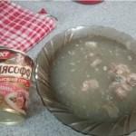 В Крым начались поставки тушенки и колбасы без мяса