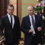 Почему Медведев стал длиннее Путина