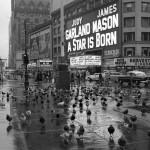 Старинные фотографии уличных сцен Нью-Йорка 1950-х годов