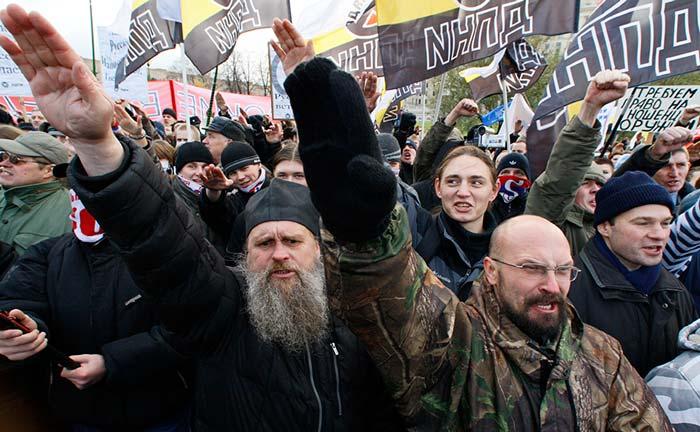 Вметро Петербурга двое националистов безпричино избивали людей