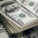 Курс доллара вызвал рост цен на золото и падение евро