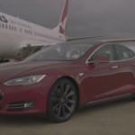 Відео дня — Tesla обогнал Boeing на отрезке в одну милю