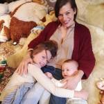 Мила Йовович с дочками, как две капли похожими на нее