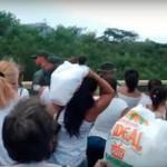 Жители Венесуэллы прорвали границу в поисках продуктов