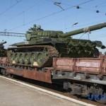 Россия пригнала в Донецк 30 платформ с танками и САУ