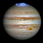 NASA показало полярное сияние на Юпитере