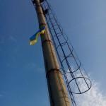 Украинские бойцы подняли государственный флаг над авдеевской промзоной