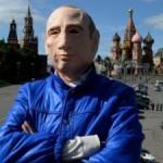 Российский активист попросил убежище в Киеве после пикетов в маске Путина