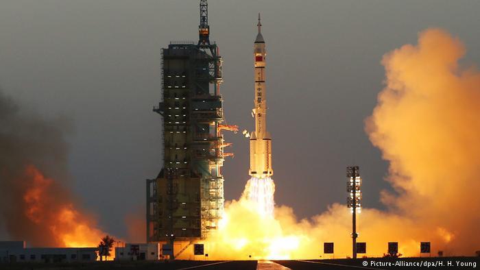 Стали известны имена членов экипажа пилотируемого корабля «Шэньчжоу-11»