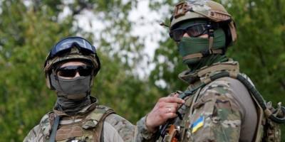 rp_1451151881_ukrainian_servicemen_guard_a_checkpoint_near_the_e_53efb44f21-400x200.jpg