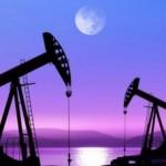 Курс доллара продолжит расти, а рубль и нефть — падать (эксперты)