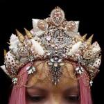 Невероятные короны из ракушек