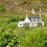 Продаётся живописный остров с домами, кафе, электростанцией и школой по цене хорошей квартиры