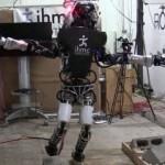 Военного робота научили ходить по руинам