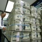 Курс евро растет против курса доллара