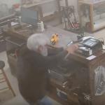 Дедушка — владелец оружейного магазина застрелил грабителей афроамериканцев