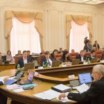 Кабмин Украины увеличил зарплаты учителям на 50%, а госслужащим — на 15%