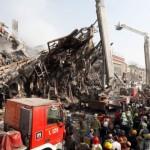 Более 20 пожарных погребены под рухнувшим зданием в Тегеране