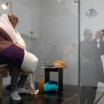 Французский художник-акционист намерен «стать курицей»