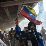 В Венесуэле начались перестрелки между полицией и демонстрантами