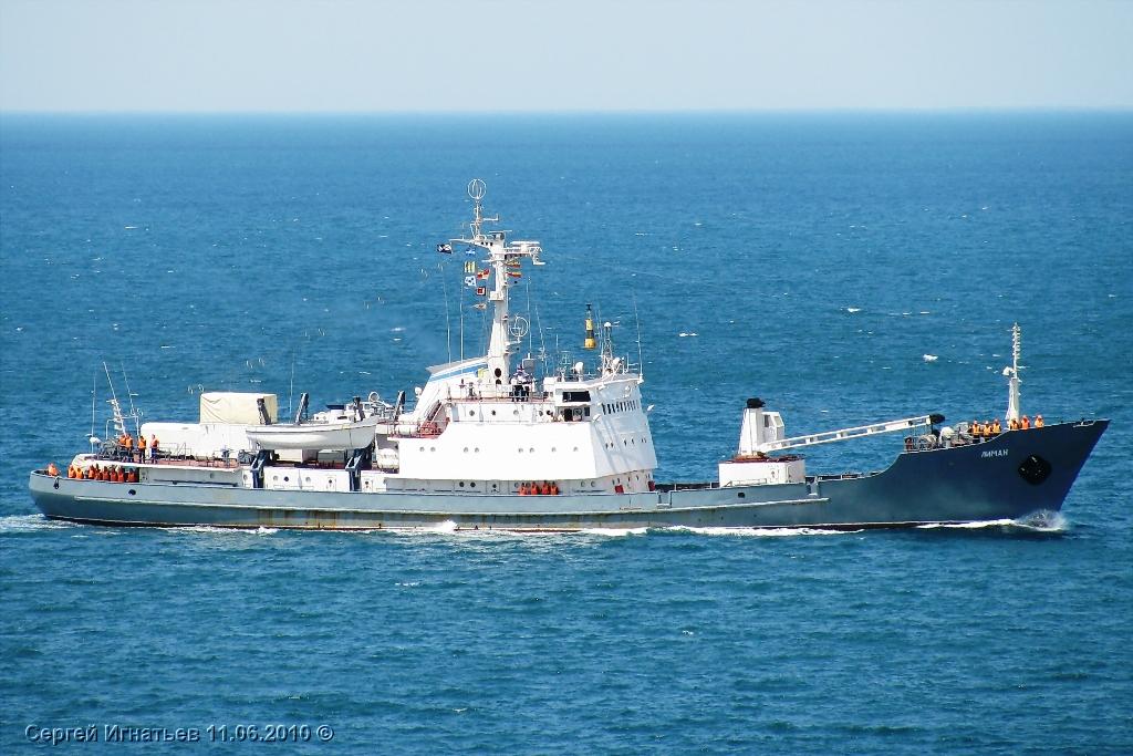 Российский корабль тонет под смех украинцев игимн РФ— Роковой овценосец