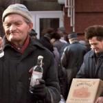 Россияне привыкли быть бедными и несчастными — опрос