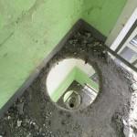 В Москве из подъезда украли мусоропровод