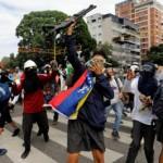 В столице Венелуэлы перестрелки с полицией