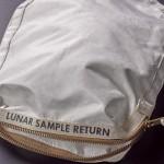 Американка случайно купила у NASA сумку Нила Армстронга. И продает ее за миллионы долларов