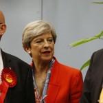 Партия Мэй победила в Британии с минимальным отрывом