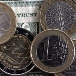 Курс доллара в понедельник готовится вернуться к росту, рубль к падению