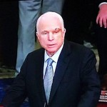 Маккейн со шрамами на лице приехал в конгресс голосовать за санкции против России