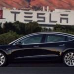 Первая Tesla Model 3 сошла с конвеера (фото)