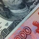 Доллар поднялся с минимума 13 месяцев, политические риски в США сдерживают рост