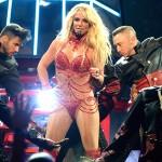Бритни Спирс призналась в любви к своему телохранителю и спела ему песню (видео)