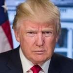 СМИ — Трампу дважды в день приносят папку с позитивными новостями о нем самом