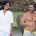 Мэттью МакКонахи с голым торсом и его жена Камилла Алвес проводят время в Майами-Бич