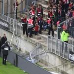 Во время матча чемпионата Франции по футболу обрушилась трибуна, есть пострадавшие