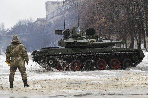 Порошенко пообещал украинским войскам 1 000 единиц оружия доконца года