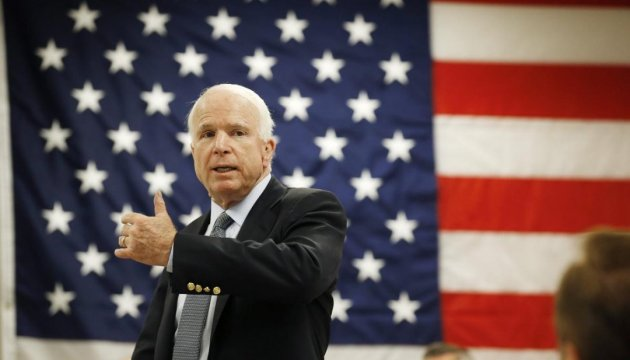 Сенатор Маккейн проходит терапию из-за рака водной ихклиник США