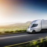 Tesla представила электрический грузовик и спорткар с откидывающимся верхом