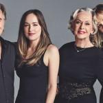 «Звездная семья» — Дакота Джонсон с мамой Мелани Гриффит, папой и бабушкой снялась в новой фотосессии