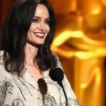 Анджелина Джоли ела змей, снимая свой фильм